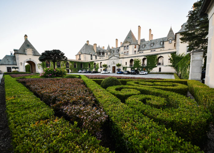 Decorative hedges outside of Oheka Castle